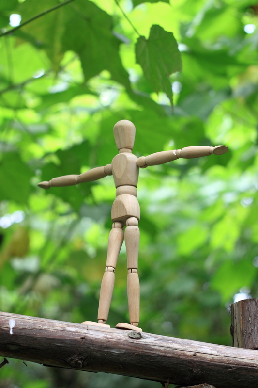 Puppet balancing in a fence